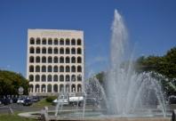 Fontana e palazzo compresso